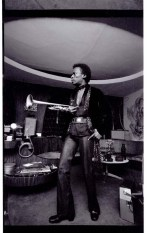 Miles Davis at home in LA, Jan 1971 photo by Anthony Barboza, Blink article
